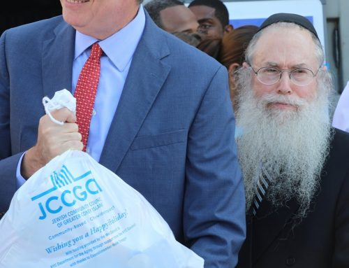 Mayor Bill de Blasio Participates in  JCCGCI's Rosh Hashanah Food Distribution